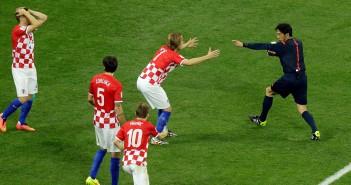 Sudija Nišimura svira penal za Brazil